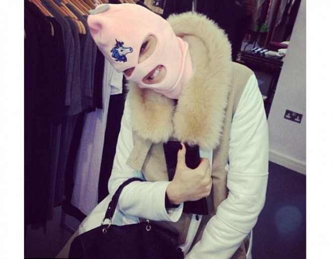 Jessie J Ski Mask 660x515 Are You Rocking A Spring Breakers Unicorn Ski Mask Yet?