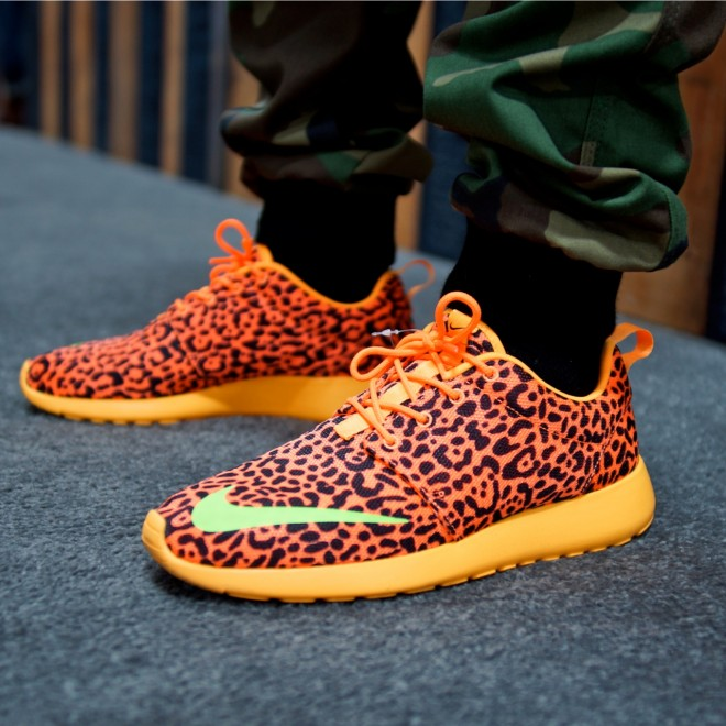 nike roshe run fb orange leopard ahoodie 4 on foot 660x660 Nike Roshe Run FB Orange Leopard PREVIEW